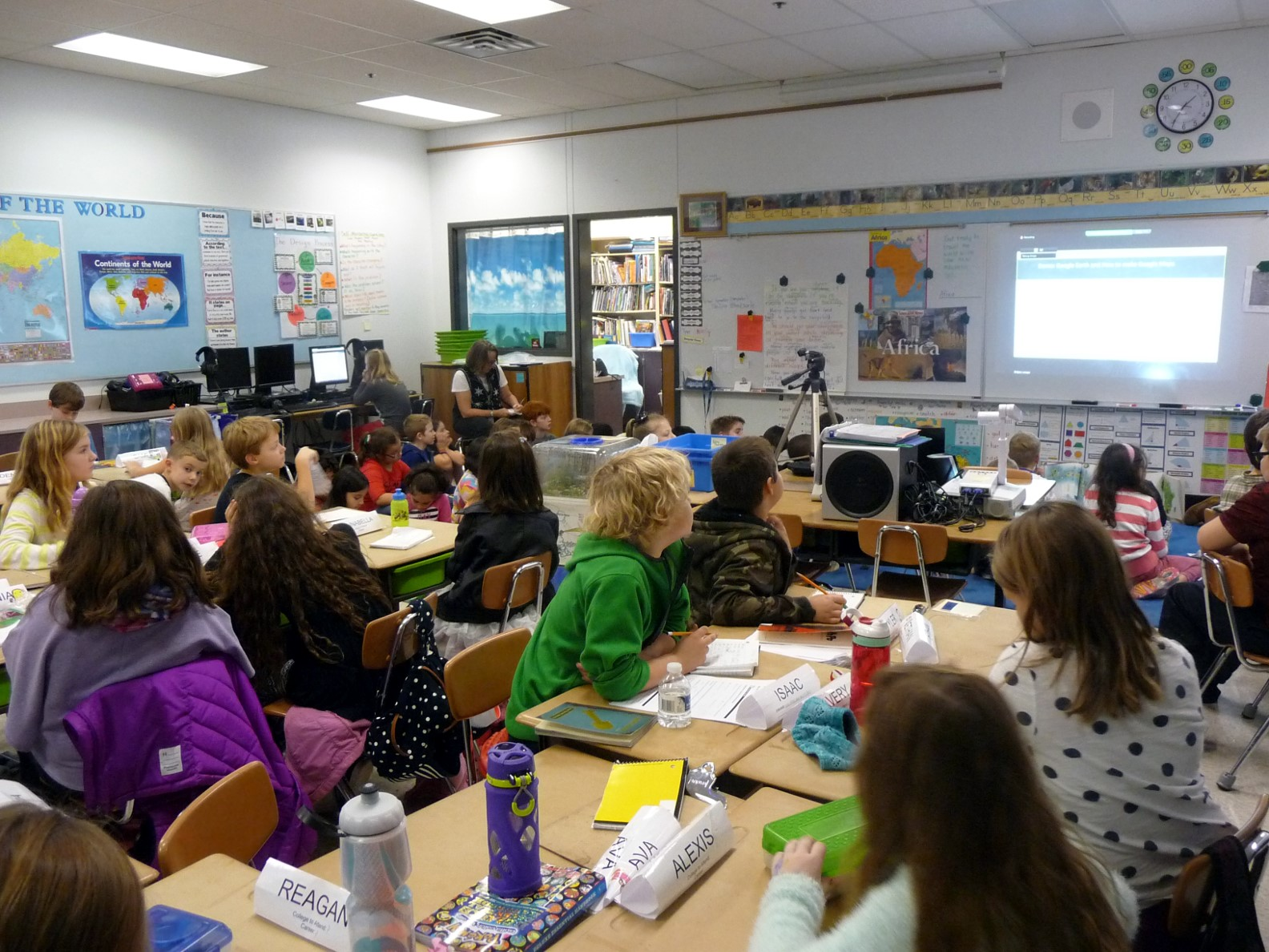 Teacher, Maureen Foelkl, guides her third graders from Chapman Hill Elementary School in Salem, Oregon through a STEM lesson and brings in industry experts to her class virtually using Nepris or for in-class visits using Oregon Connections.